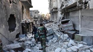 Miles de civiles varados en Alepo: incendian seis micros y frenan la evacuación