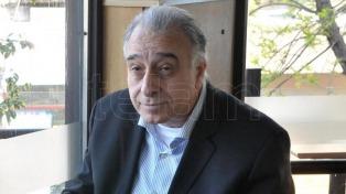 Nadur acusó al plantel de romper el acuerdo de pagos y amenazó con rescindir contratos