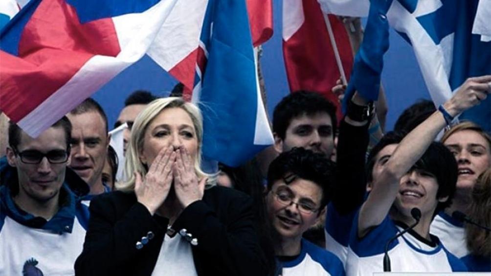 Marine Le Pen consolidó su liderazgo en la ultraderecha francesa. Quiere ganarle a Macron en 2022.