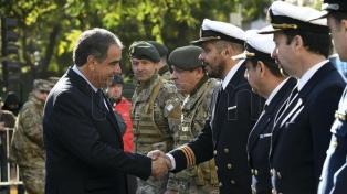 """Las Fuerzas Armadas """"están al servicio de la democracia"""", dijo el ministro de Defensa"""