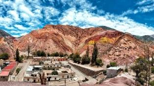 """Purmamarca, el """"mejor destino turístico 2017"""""""