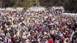 Miles de fieles peregrinan al Parque O'Higgins para asistir a la primera misa del Papa