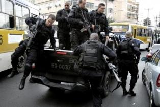 Diez soldados a prisión por disparar 80 balazos contra una familia en Río