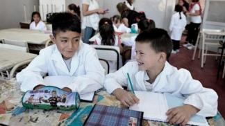 Los alumnos se vuelven portadores de toda información y ayudan a comunicar a su familia.