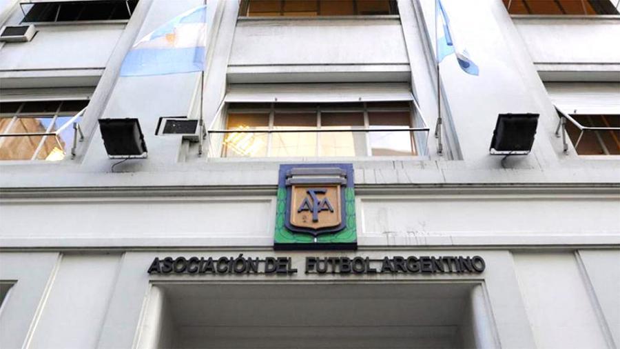 La AFA aprobó el final de la temporada y la suspensión de los descensos