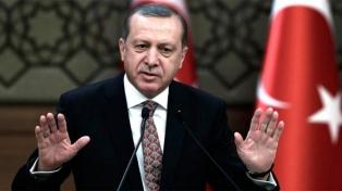 Erdogan condena una caricatura suya publicada por la revista francesa Charlie Hebdo
