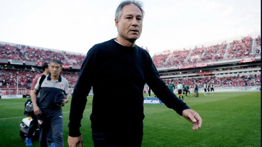 Holan renunció como DT de Santos, a un día de jugar con Boca en la Libertadores