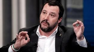 Salvini cargó contra Francia por premiar a las capitanas de dos barcos rescatistas