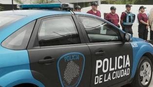 Un peatón baleado y seis detenidos tras un robo, persecución, vuelco e incendio