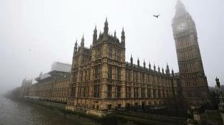 El Partido Laborista británico suspendió a una diputada acusada de acosar a una mujer