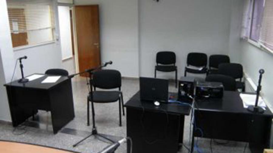 Por videoconferencia, envían a juicio a un acusado de atacar a golpes a su ex pareja