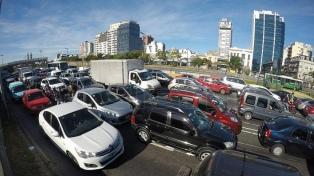 Se registró un 29% menos de autos en las autopistas porteñas, pero más en las avenidas