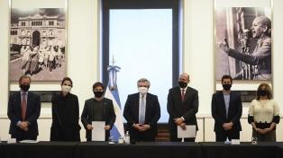 El Presidente firmó convenios con Kiciloff, Perotti y Bordet para obras de infraestructura sanitaria