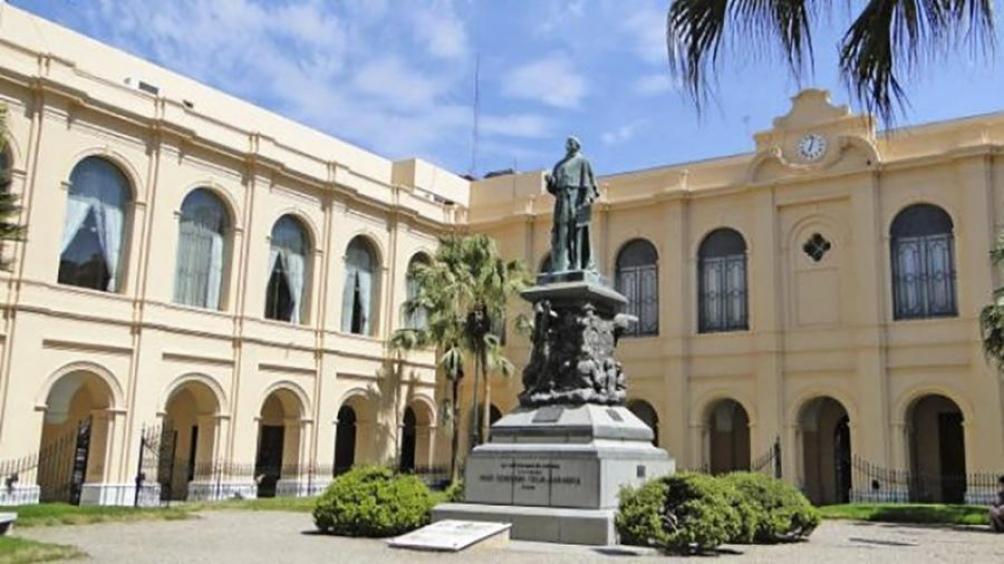 La Universidad Nacional de Córdoba denunciada por ofrecer cursos de ingreso.