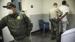 Los casos de coronavirus aumentan en las cárceles de EEUU por hacinamiento
