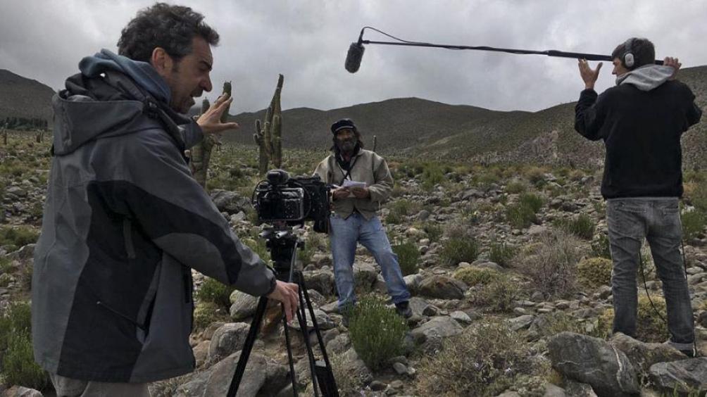 El film se ubica en una pequeña comunidad del norte argentino donde los servicios de telefonía e internet se cortan por los fuertes vientos.