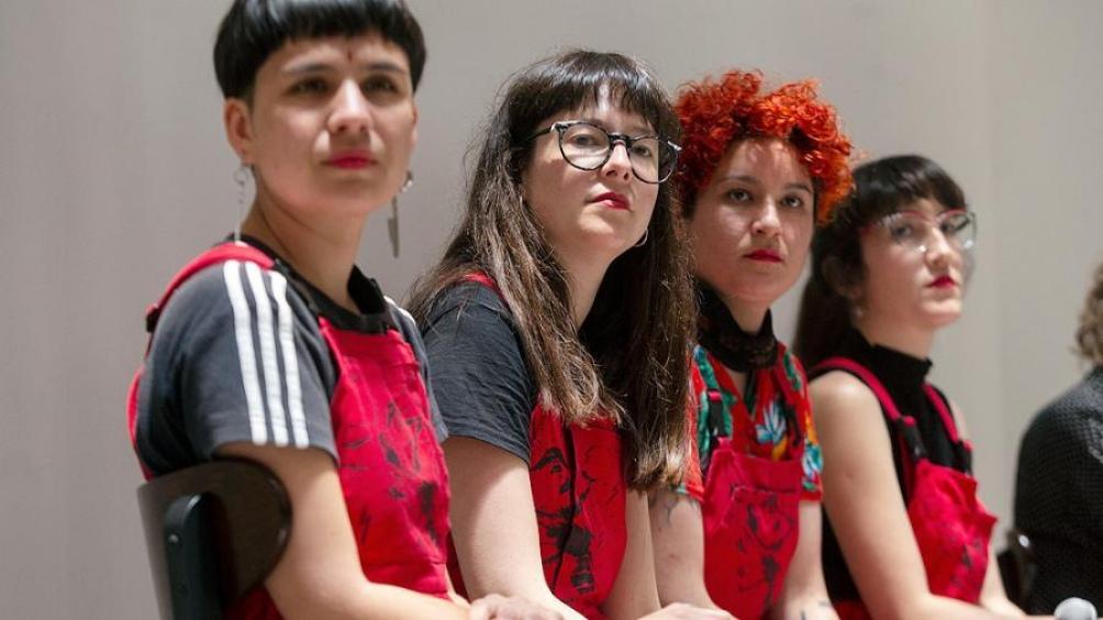"""LASTESIS es una agrupación de mujeres que creó la performance en contra del machismo """"Un Violador en Tu Camino""""."""