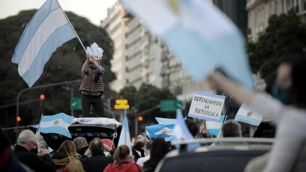 Manifestantes anticuarentena.