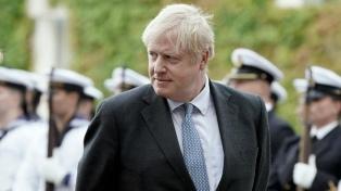 Johnson despidió al príncipe Felipe, saludado también por su nieto Harry y Meghan Markle