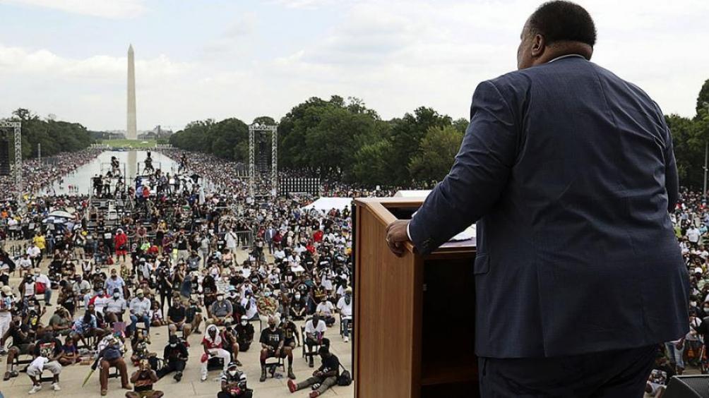La multitudinaria conmemoración se concretó en el marco de una serie de manifestaciones antirracistas