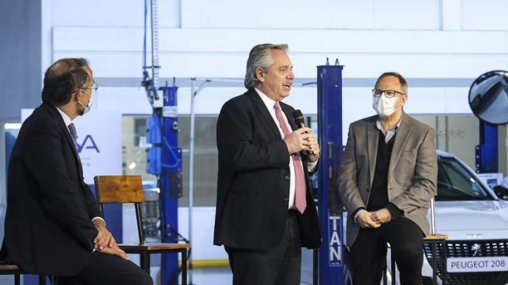 """Fernández afirmó que el país necesita """"gente que confíe, invierta, dé trabajo y produzca""""."""
