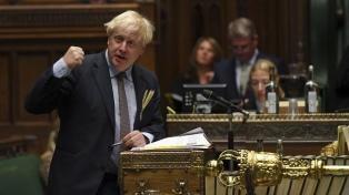 """Londres justifica su revisión del Brexit y acusa a la UE de amenazar con un """"bloqueo"""" alimentario"""