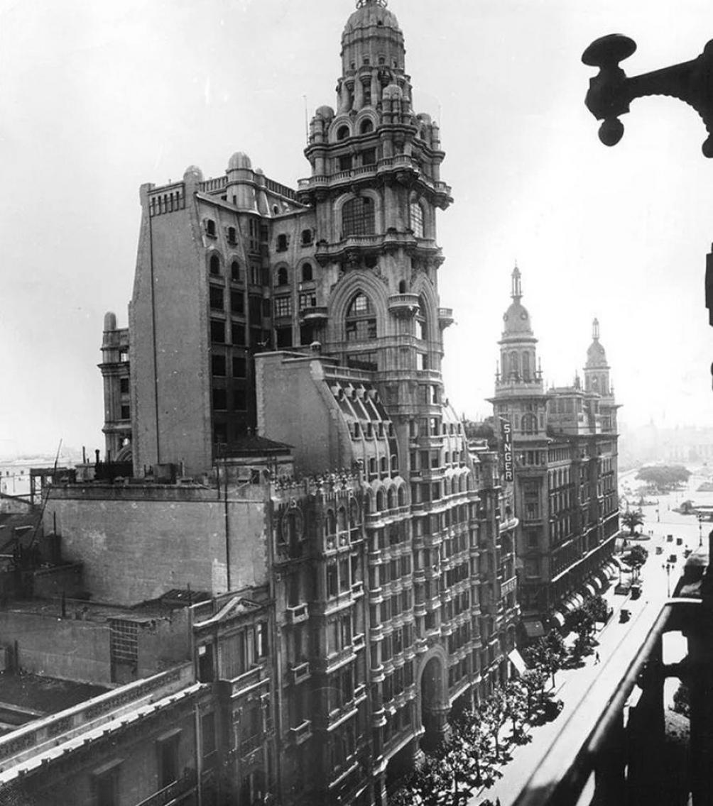 """El Palacio Barolo, un edificio de Buenos Aires que homenajea a la """"Divina Comedia""""."""