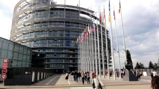 La Eurocámara reconoce a la oposición como representante del país y pide nuevos comicios