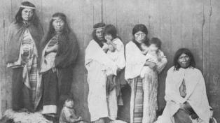 Exhiben una muestra fotográfica de mujeres originarias prisioneras del Museo de La Plata