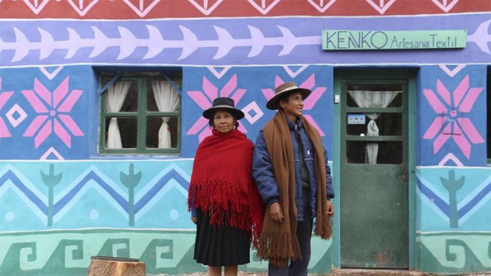 Ponchos, alforjas, morrales, chuspas, entre otros accesorios, además de una amplia diversidad de prendas de vestir.