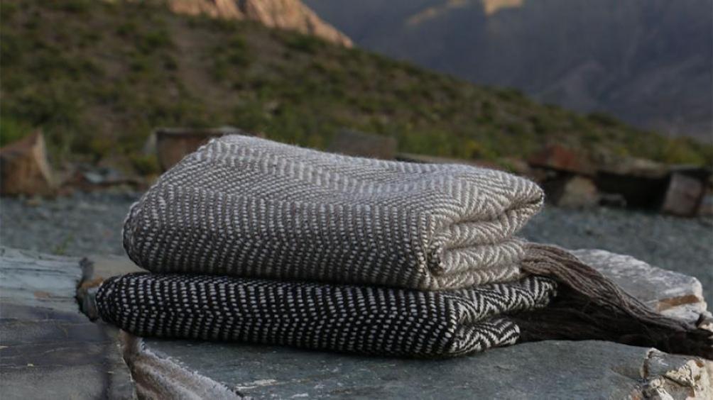 Desde la Quebrada de Humahuaca realizan tejidos en telar de pedales.