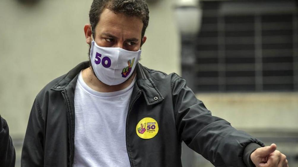 En 2002, cuando tenía 20 años, Boulos, que era un incipiente militante del Movimiento de Trabajadores Sin Techo (MTST) de Brasil, viajó a la Argentina.