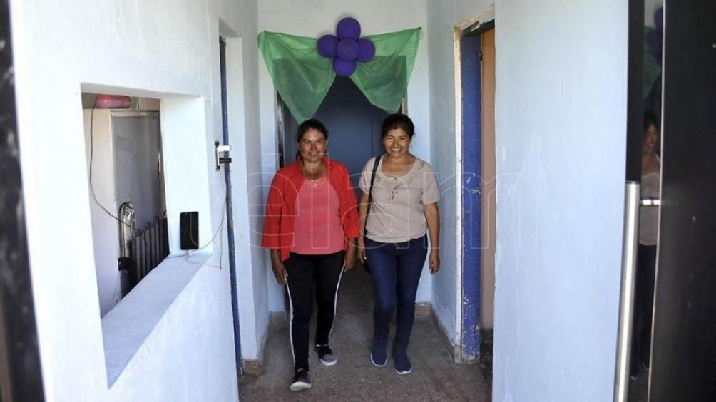 El refugio cuenta con 3 habitaciones, cocina, salón y baño, con capacidad de alojar hasta 19 mujeres.