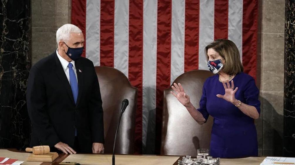 Con una expresión muy seria, el vicepresidente, Mike Pence, presidió la sesión conjunta de las dos Cámaras.