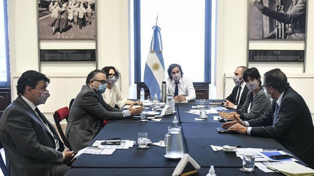 Por parte del Gobierno, en principio, participarían de ambas reuniones el jefe de Gabinete, Santiago Cafiero, y la vicejefa de Gabinete, Cecilia Todesca Bocco, junto con ministros que tienen bajo su órbita temas económicos y laborales.