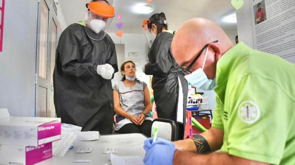 Son 2.297 los internados con coronavirus en unidades de terapia intensiva.