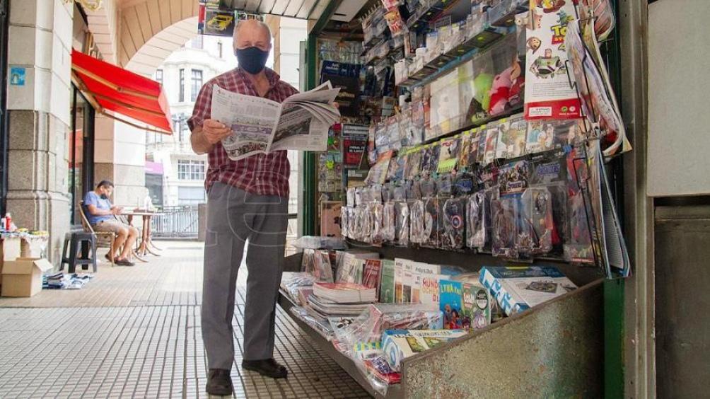 Luis Del Regno, diariero del puesto al que Francisco se acercaba todos los domingos a retirar personalmente su diario.