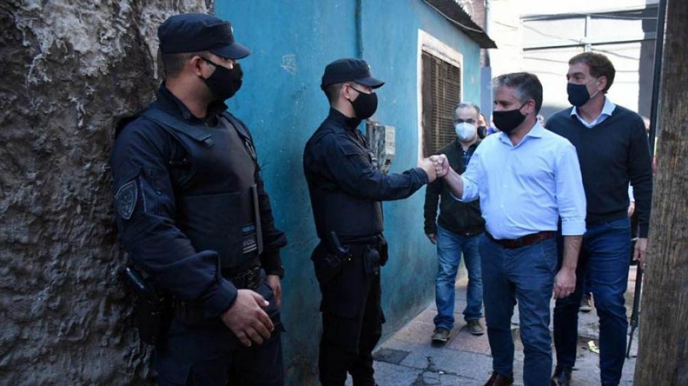 """Detuvieron a un hombre y una mujer pertenecientes a la """"Banda de la Peruana""""."""