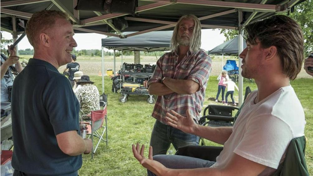 Mark Millar junto a los protagonistas Josh Duhamel y Andrew Horton