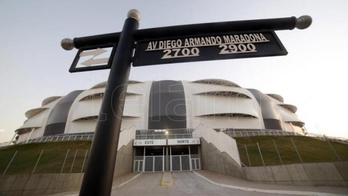 Messi encabezó la inauguración de la estatua de Maradona