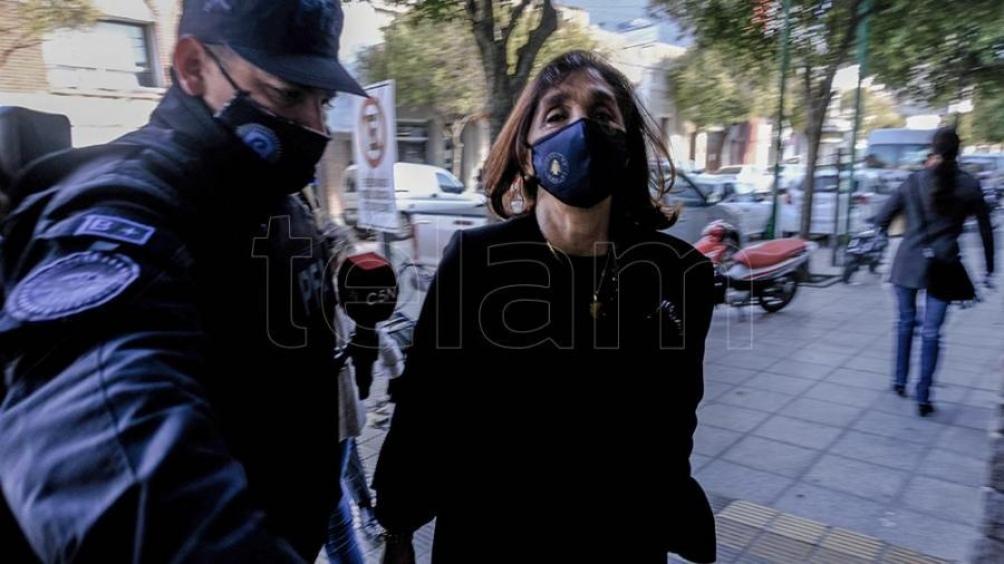 La indagatoria a las exseñora 8, como se conoce en la jerga de los espías a quien ocupa la subdirección, concluyó cerca de las 13. Foto: Diego Izquierdo.