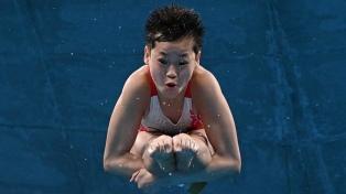 Quan Hongchan, de 14 años, ganó el oro en clavado con dos puntuaciones perfectas