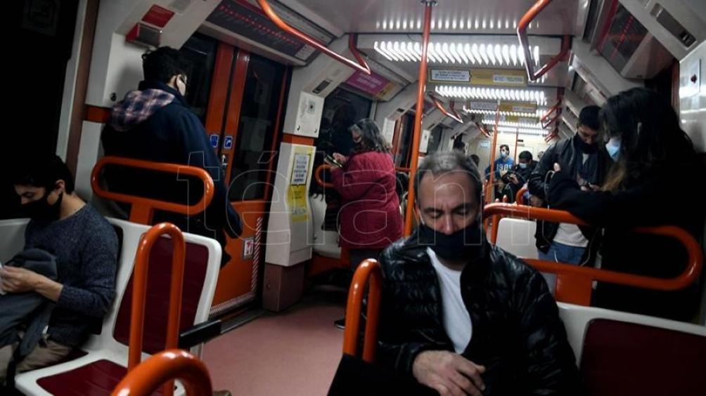 Debido al incremento de pasajeros, el traslado de monopatines y bicicletas tendrá determinados horarios. (Foto: Pablo Añeli).