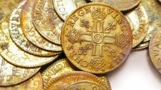 Descubrieron cientos de monedas de oro acuñadas antes de la Revolución Francesa