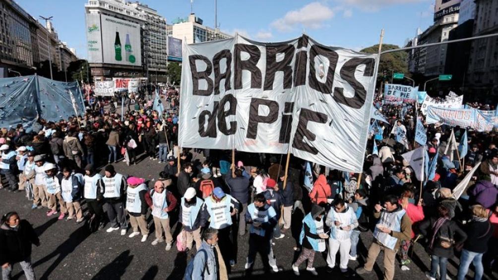 Desde el movimiento Barrios de Pie se sumaron a la convocatoria de hoy.