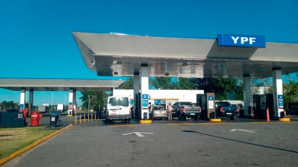 El hecho se registró en la YPF en el kilómetro 54 de la Autopista del oeste, mano a Luján (Captura Google Maps Street View)