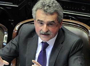 Rossi anticipó que pedirá a toda la oposición derogar el DNU contra la burocracia